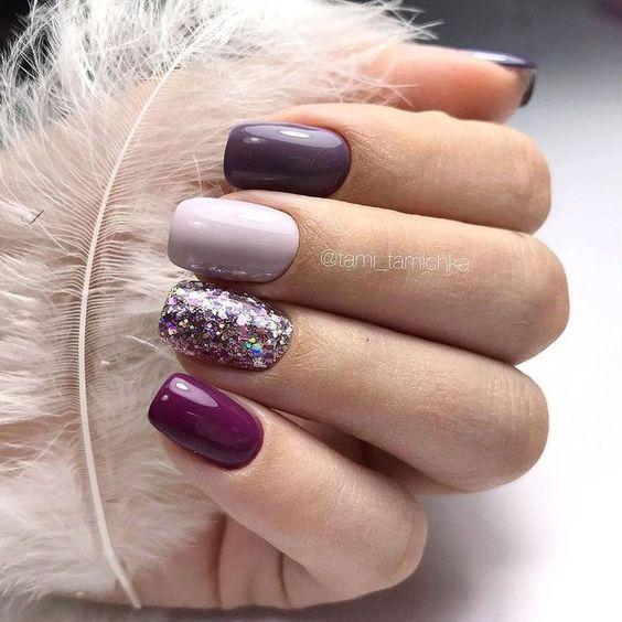 Burgundowe paznokcie z brokatem