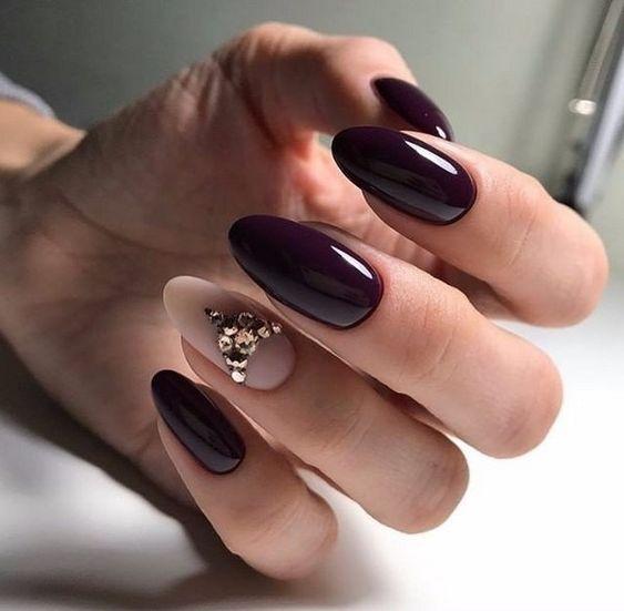 Ciemnorbązowe paznokcie