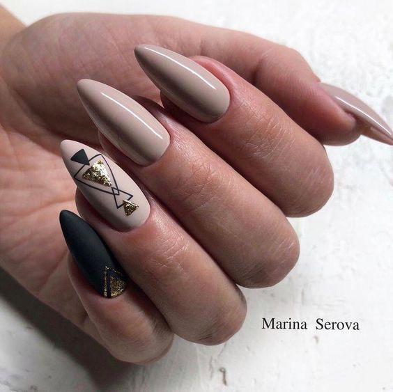 Czarno beżowe paznokcie
