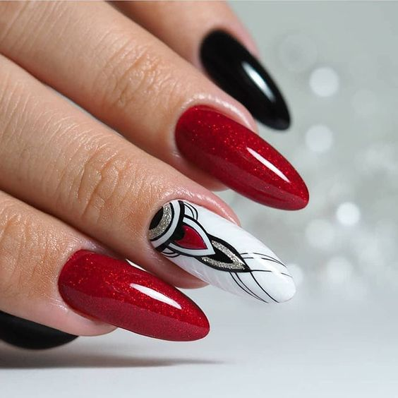 Czerwone brokatowe paznokcie
