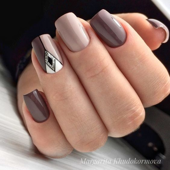 Eleganckie brązowe paznokcie