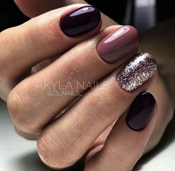 Eleganckie ciemnofioletowe paznokcie