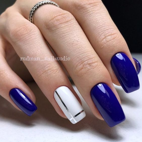 Granatowe paznokcie z wzorkiem
