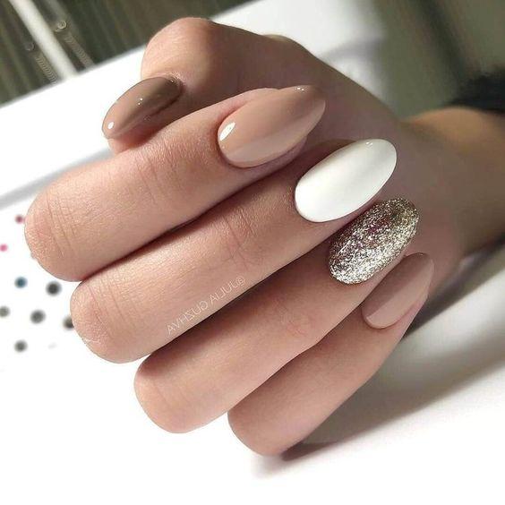 Jasnobrązowe paznokcie