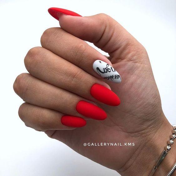 Matowe czerwone paznokcie
