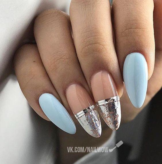 Błękitno beżowe paznokcie na zimę