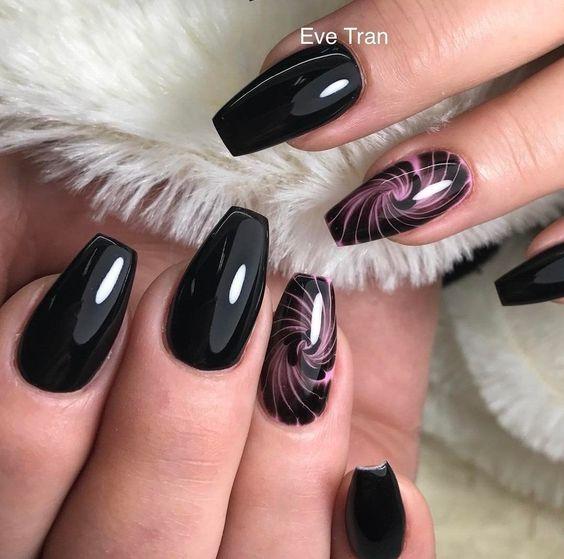 Czarne paznokcie z wzorkiem