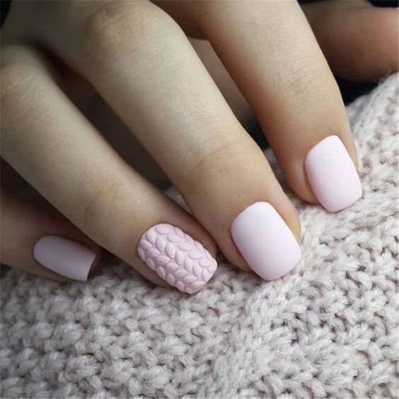 Delikatne sweterki na paznokciach