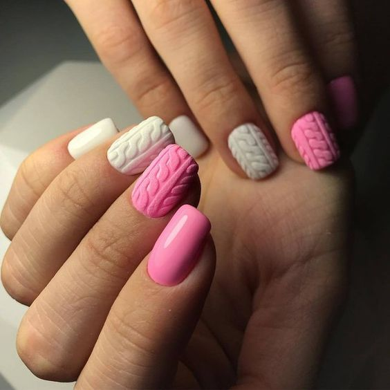 Różowe sweterkowe paznokcie