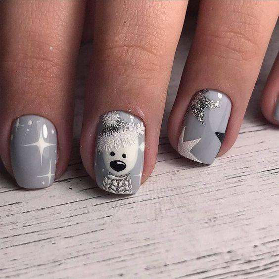 Szare paznokcie z wzorkami na zimę