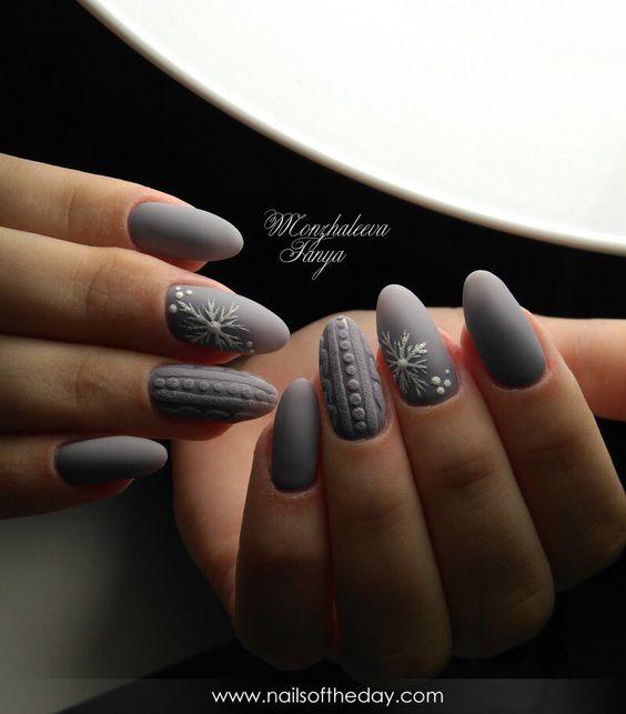 Szare sweterkowe paznokcie