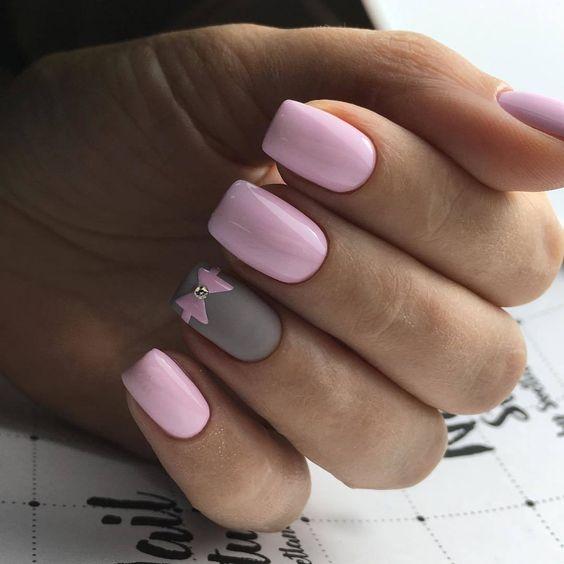 Jasnoróżowe paznokcie