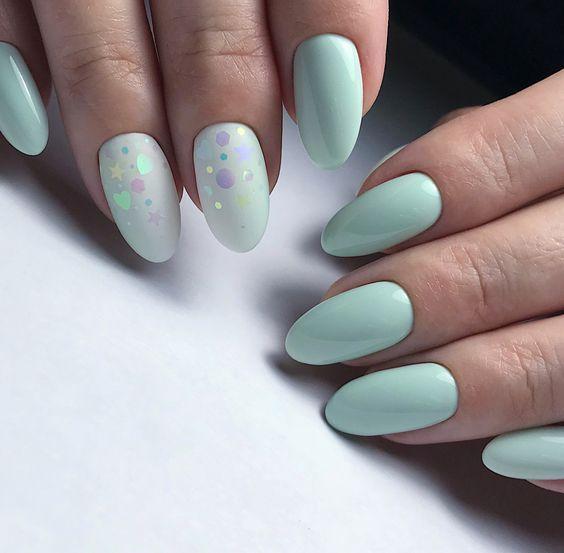 Miętowy manicure