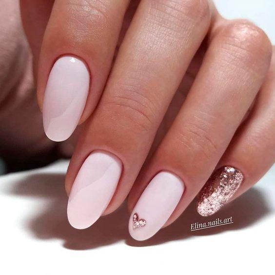 Mlecznoróżowe paznokcie hybrydowe