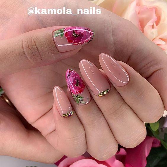 Cieliste paznokcie w kwiaty