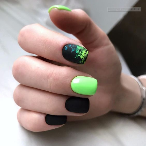 Czarno limonkowe paznokcie