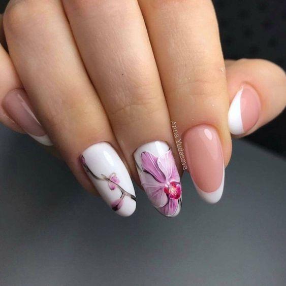Delikatne paznokcie w kwiaty