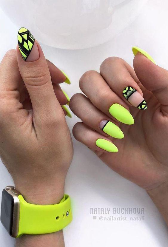 Neonowe żółte paznokcie