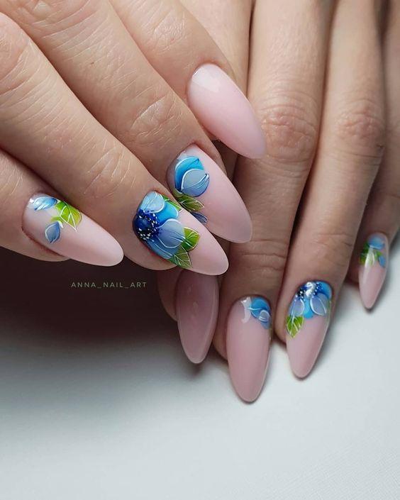 Przedłużane paznokcie w kwiaty