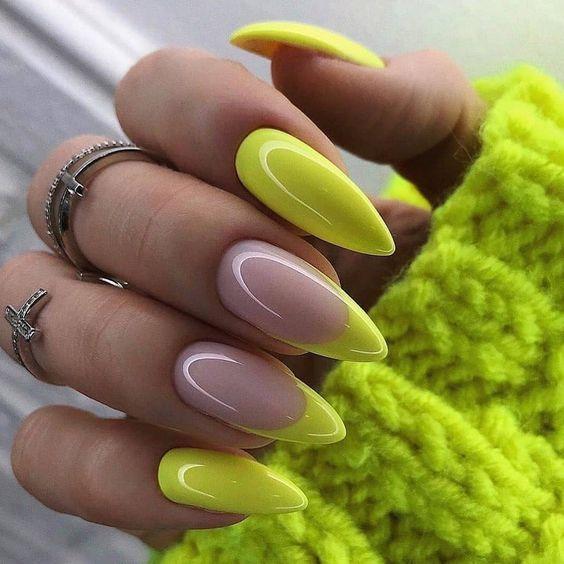 Świecące żółte paznokcie