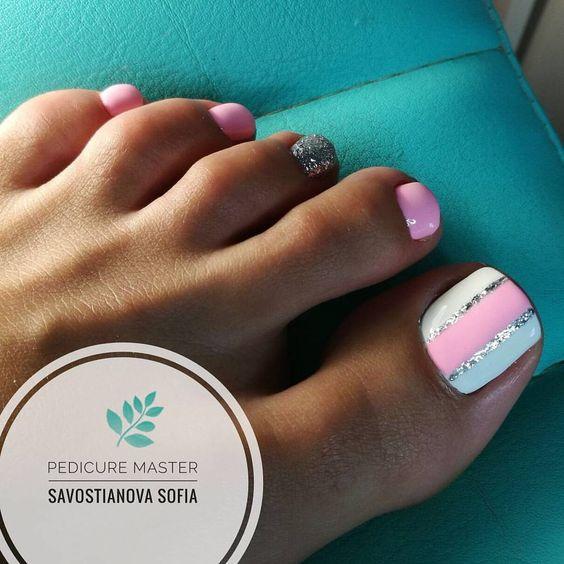 Wiosenne paznokcie u stóp