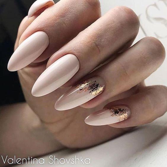 Beżowe paznokcie na ślub