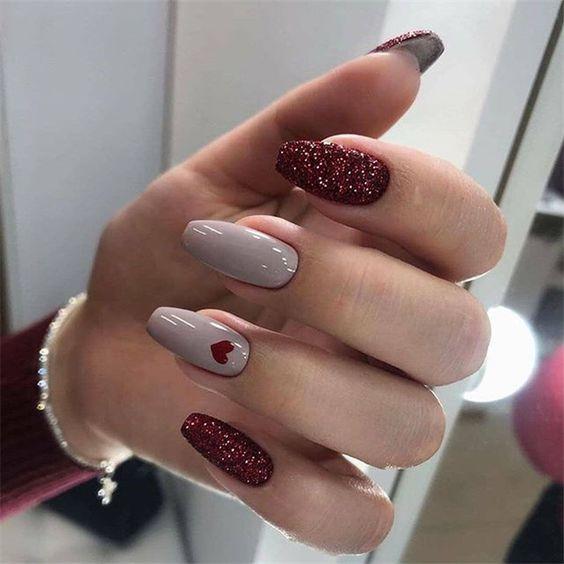 Brokatowe paznokcie ślubne