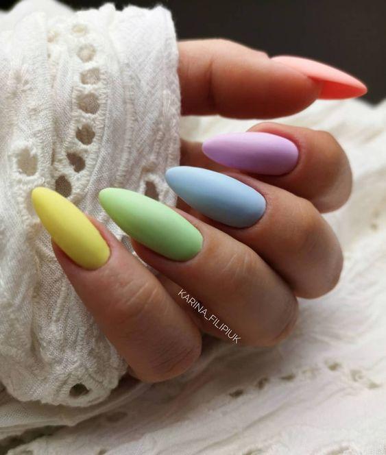 Kolorowe paznokcie na lato w macie