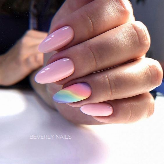 Różowe paznokcie na lato