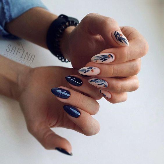 Granatowe paznokcie na jesień