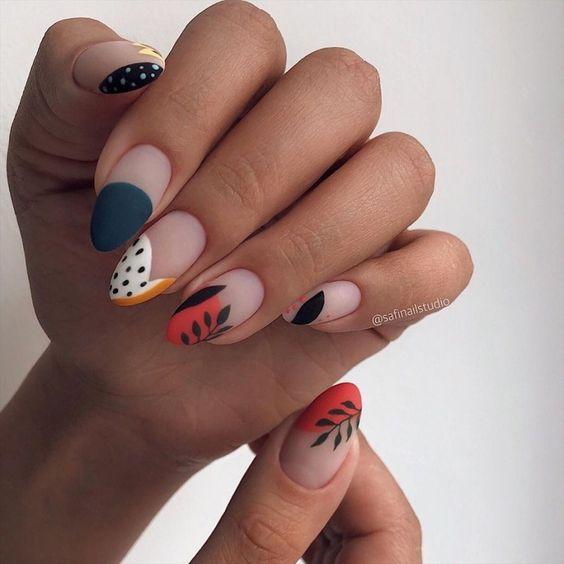 Matowe paznokcie z wzorkami na jesień