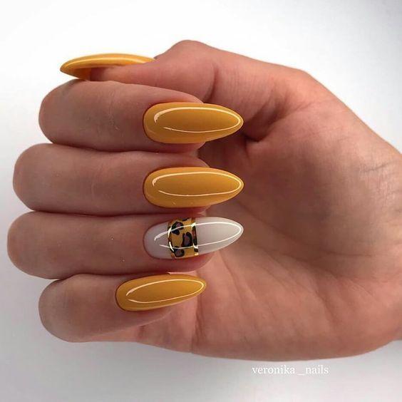 Musztardowe paznokcie na jesień