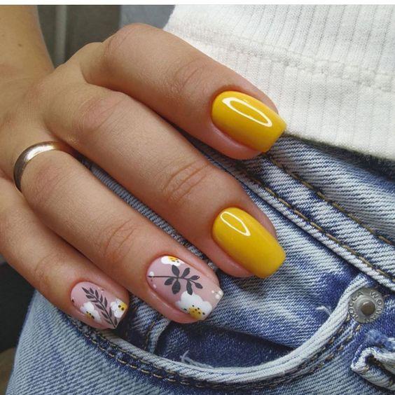 Musztardowy manicure na jesień