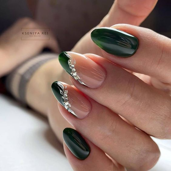 Eleganckie ciemnozielone paznokcie