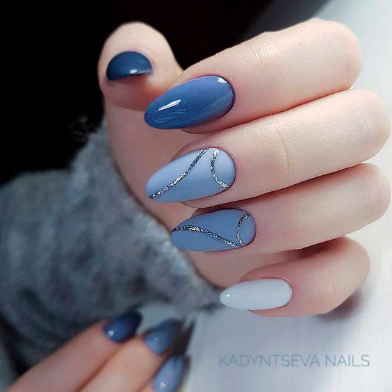 Niebieski manicure z wzorkami