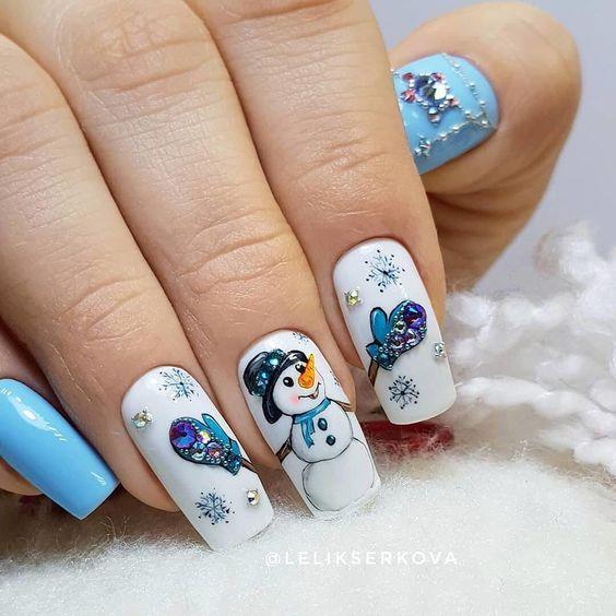 Niebieskie paznokcie na święta