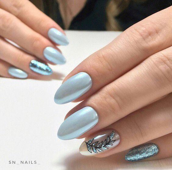 Niebiesko perłowe paznokcie