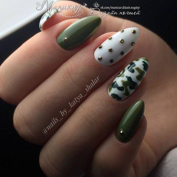 Paznokcie w kolorze wojskowej zieleni