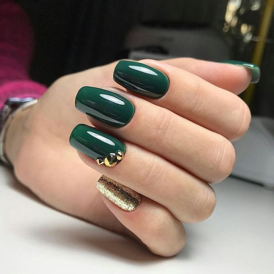 Zielono złote paznokcie