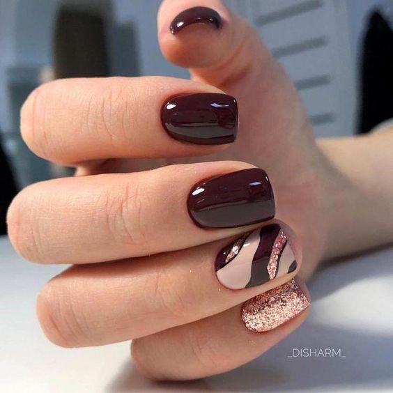 Bordowe paznokcie z różowym złotem