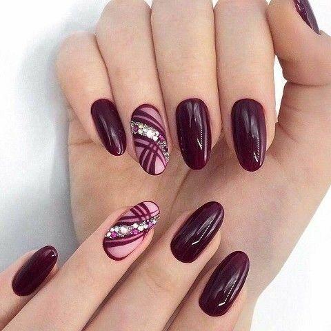 Bordowe paznokcie z wzorkami