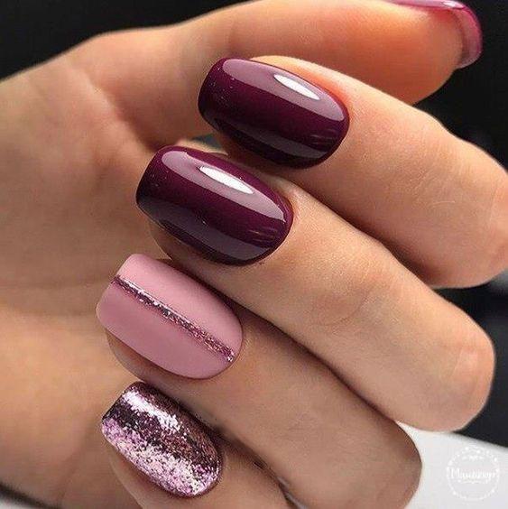 Bordowo różowe paznokcie