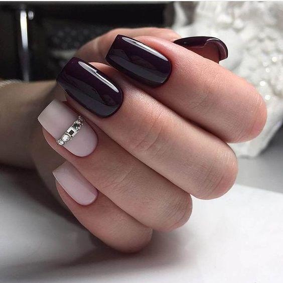 Bordowy manicure z cyrkoniami