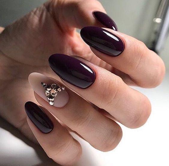 Bordowy manicure z wzorkami