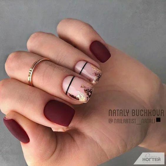 Matowe bordowe paznokcie z wzorkami