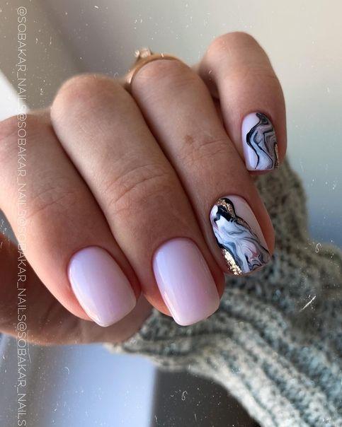 Różowe paznokcie z efektem marmurka