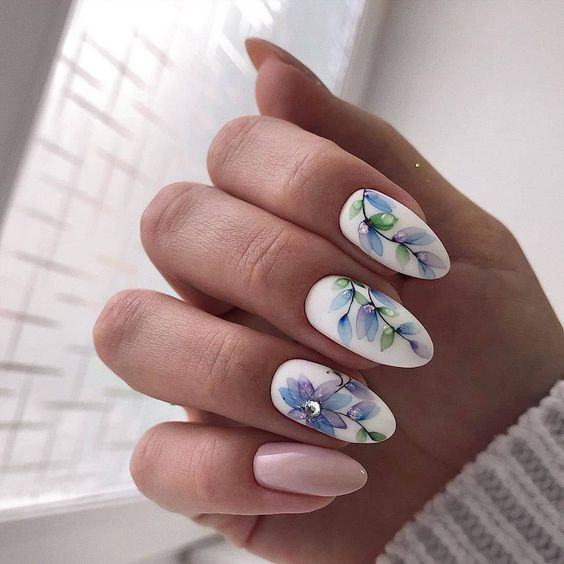 Beżowe paznokcie na wiosnę
