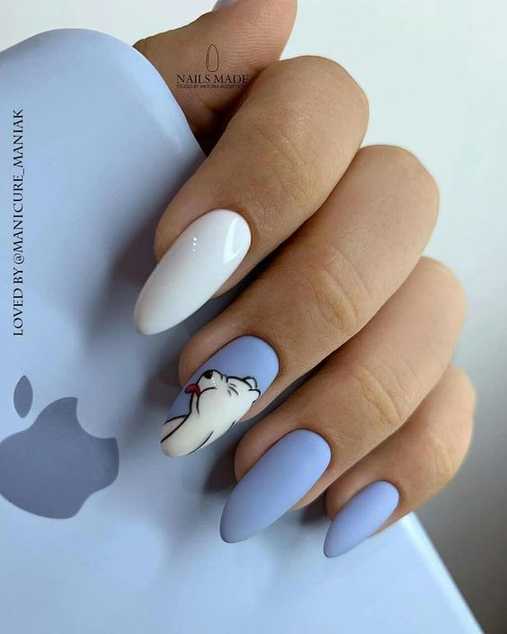 Biało błękitne paznokcie z wzorkiem