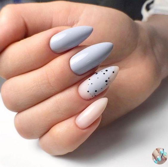 Błękitne paznokcie z wzorkami