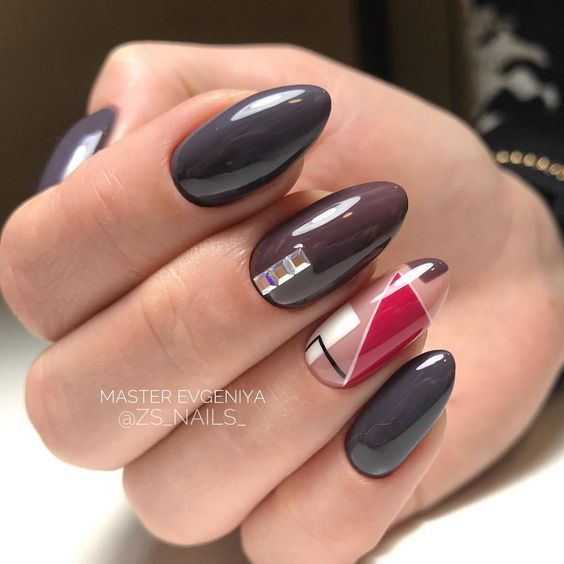 Ciemnoszare paznokcie z wzorkami
